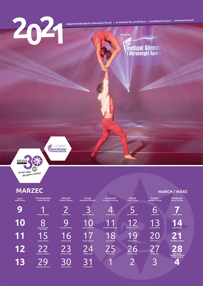 Na zdjęciu kartka z kalendarza ze zdjęciem imprezy