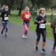Na zdjęciu biegacze na trasie