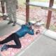 Na zdjęciu przygotowania do strzału zawodniczka, leżąca na stanowisku