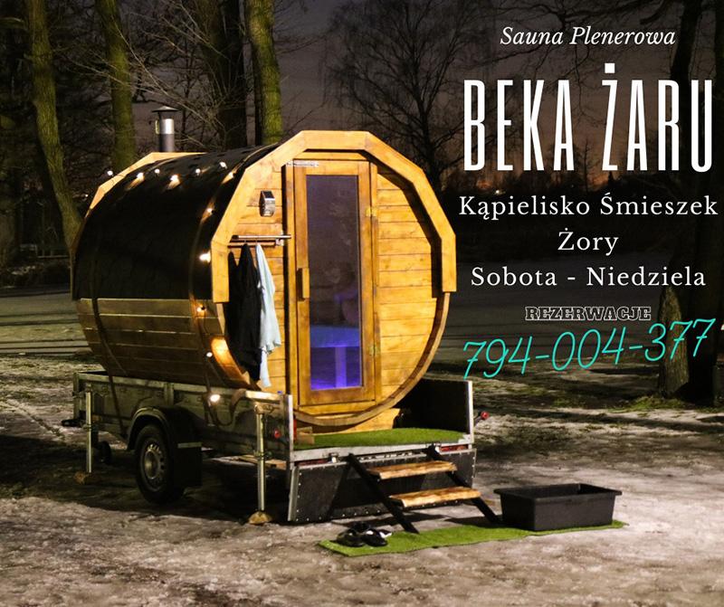 Na zdjęciu plenerowa sauna i opis dotyczący jej oferty.
