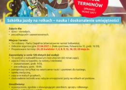 Na plakacie informacje dotyczące szkółki rolkowej, na zdjęciu rolkarz leżący na trawie poprawiający założone rolki