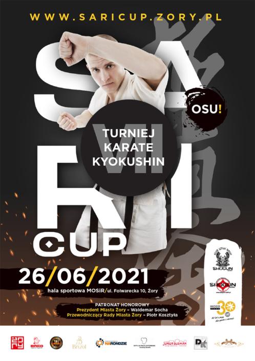 Na plakacie informacja o turnieju karate na czarnym tle, na dole logotypy sponsorów, w środku zdjęcie karateki