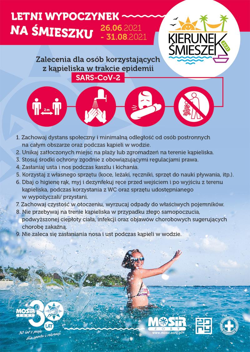 Na plakacie informacje dotyczące otwarcia kąpieliska Śmieszek, w tle zdjęcie kobiety w wodzie podczas letniej pogody