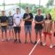 Na zdjęciu zawodnicy konkurencji na boisku ustawieni do zdjęcia