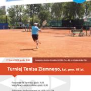 Na plakacie zapowiedź turnieju tenisa ziemnego, u góry logo Akcji Lato 2021, w środku zdjęcie przedstawiające tenisistę na korcie podczas uderzenia