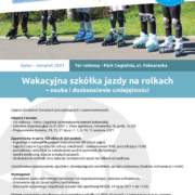 Na plakacie zapowiedź szkółki rolkowej, u góry logo Akcji Lato 2021, w środku zdjęcie przedstawiające rolki grupy ludzi na boisku